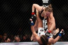 Ronda Rousey vs Liz Carmouche