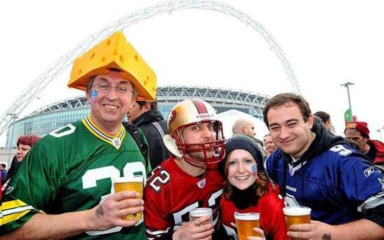 NFL-fans_1750623i